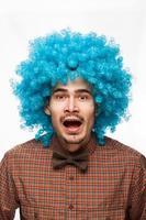 portrait drôle d'un homme avec émotion sur son visage photo
