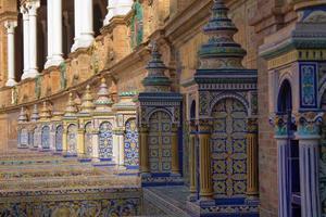 la place semi-circulaire de l'espagne à séville, andalousie, espagne. photo