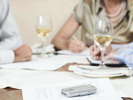 hommes affaires, travailler, restaurant photo
