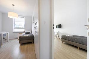 chambres à coucher compactes et modernes photo