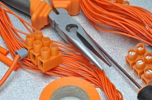 outils et kit de composants électriques à utiliser dans les installations électriques photo