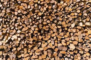 tas de bois de chauffage haché photo