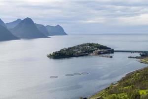 Husoy, village de pêcheurs dans le nord de la Norvège photo
