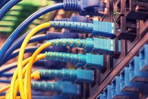 câbles à fibres optiques et câbles réseau utp photo