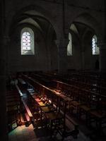 intérieur de l'église avec effet de lumière intéressant photo