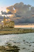 port au coucher du soleil: cathédrale romane, trani (puglia) -italy- photo