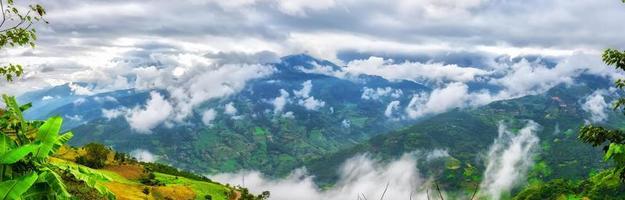 nuages et montagne nord-ouest du vietnam photo