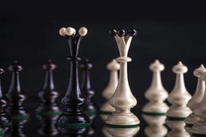 pièces d'échecs sur verre photo
