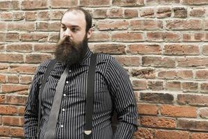homme barbu perdu photo