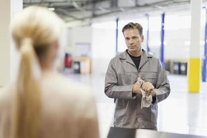 mécanicien, parler, client, garage photo