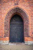 Porte de la basilique d'Ols à Poznan, Pologne photo