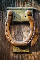 heurtoir de porte en fer à cheval photo