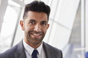 portrait, hispanique, homme affaires, moderne, bureau photo