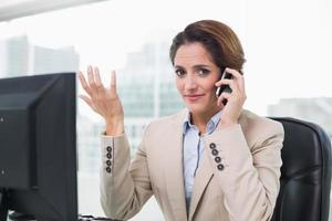 gestes, femme affaires, téléphoner photo