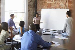 femme affaires, tableau blanc, brainstorming, réunion photo