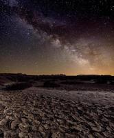 voie lactée sur le désert photo