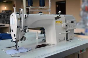 industrie du vêtement, machine à coudre photo