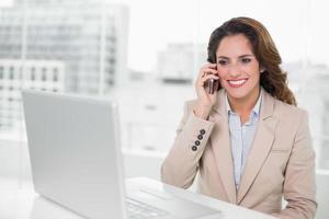 séduisant, femme affaires, téléphone photo