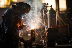 hall de distribution d'électricité dans l'industrie métallurgique photo