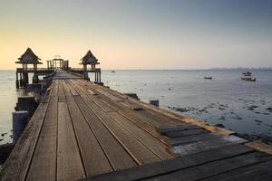 vieux pont de mer photo