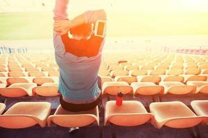 sportif assis sur le stade