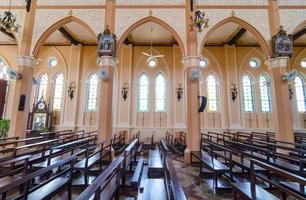 intérieur de la cathédrale catholique photo