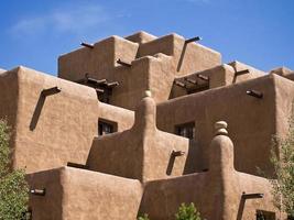 bâtiment en adobe moderne photo