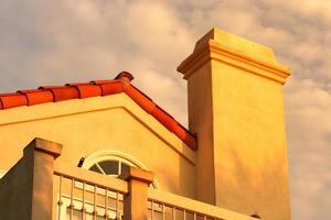 détail de la maison au crépuscule photo