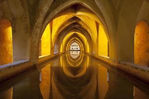 Bains de maria padilla dans le palais royal, séville, espagne photo