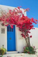 Porte grecque traditionnelle sur l'île de Sifnos, Grèce