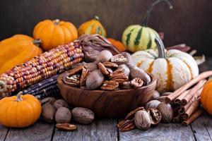 citrouilles, noix, maïs indien et variété de courges