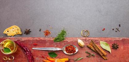 mélanger les épices et le fond d'herbes.