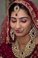 belle mariée indienne, punjabi à son mariage. photo
