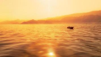 capture de l'heure d'or du rivage de l'océan indien photo