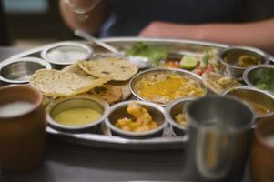 manger dehors, thali indien