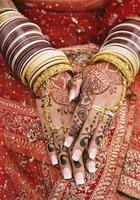les mains de la mariée des Indes orientales photo