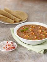 murmure de paneer, sauce, cuisine indienne, Inde photo