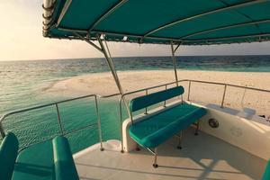 villas sur l'eau sur l'île des Caraïbes tropicale aux maldives photo