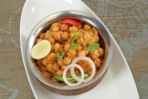 chole avec puri ou chana masala avec puri cuisine indienne