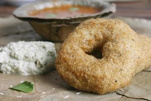 medu vada est un plat indien traditionnel. photo