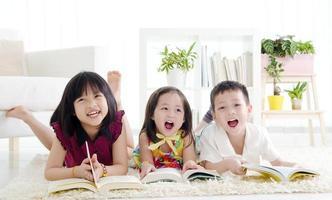 enfants à la maison photo