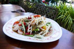 salade de papaye épicée aux crevettes et pétoncles