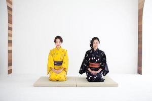 femmes japonaises en yukata / kimono photo