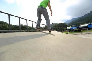 planche à roulettes au skatepark