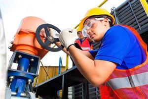 techniciens, porter, équipement protecteur, ajustement, a, valve photo