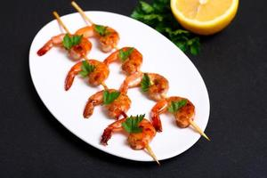 crevettes sur les brochettes