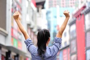 femme dans la rue photo