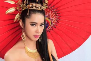 femme thaïlandaise en costume traditionnel de la Thaïlande photo