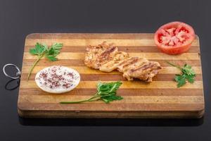 poitrine de poulet grillée et boulgour photo