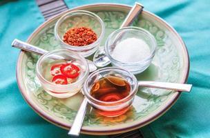 ensemble de condiments thaïlandais, kruang prung